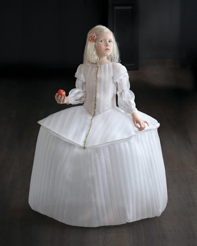 Suzanne Jongmans, Prinses Eva, portret z piankową rzeźbą, 75 x 95 cm, 2010, Suzanne Jongmans, Julie, portret z piankową rzeźbą, fotografia