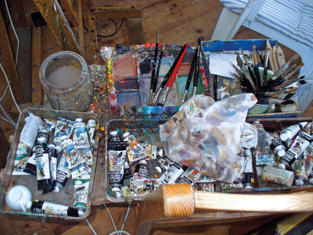 Jacek Yerka, obrazy, malarstwo, surrealizm, artysta isztuka, baśniowy świat, pracownia, pędzle, narzędzia malarskie