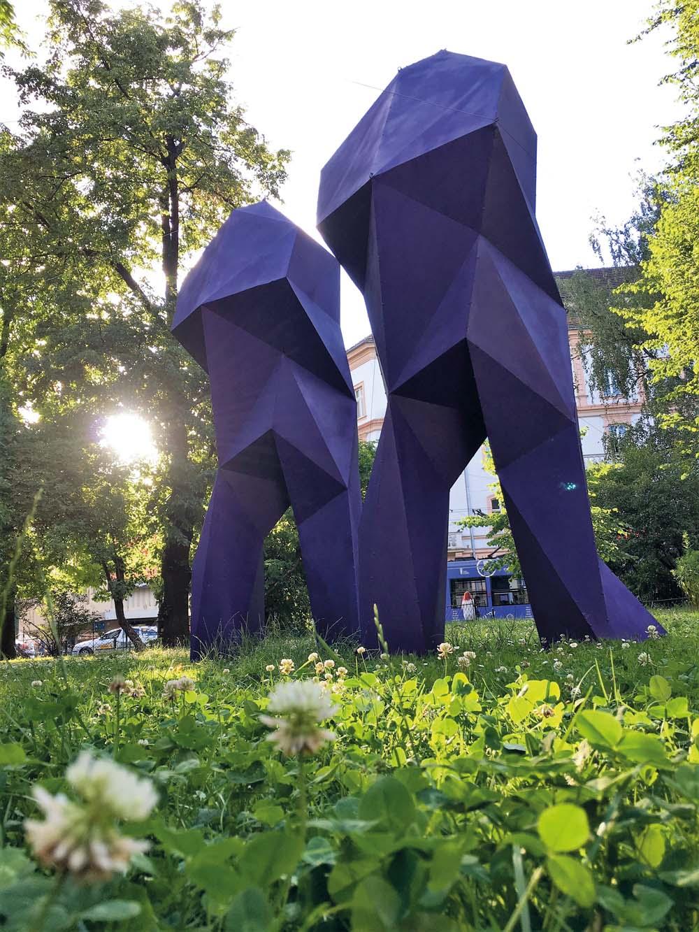 Paweł Orłowski, Boty Power Violet 2015, blacha stalowa, wysokość 320 cm, Krakowskie Spotkania Artystyczne 2017 – Konfiguracje, Planty w Krakowie