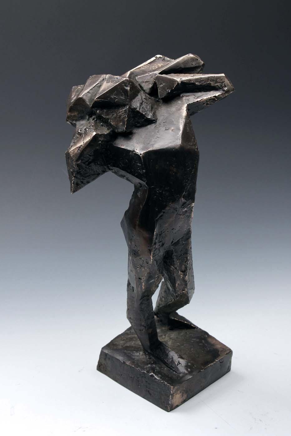Paweł Orłowski, Postać futurystyczna, odlew z brązu, granit, 45 x 20 cm